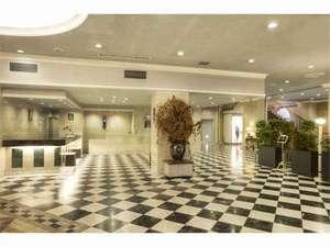 ホテルモナーク鳥取:正面玄関を入ると、洗練されたロビーへ