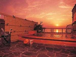 ~海鮮料理と露天風呂からの夕日が自慢~ 小浜温泉 旅館山田屋:テレビ番組で九州の絶景の湯ベスト10に選ばれた露天風呂です。