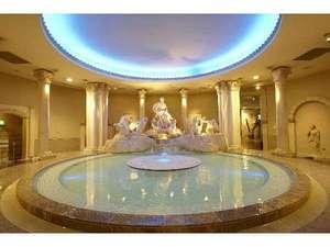 スパワールド世界の大温泉:【古代ローマ】トレビの泉の広場をイメージした、ローマ様式の大浴場。