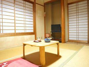 民宿 うなぎ湖畔:和室6畳/昔ながらの畳のお部屋です。ゆっくりとお寛ぎ下さい。