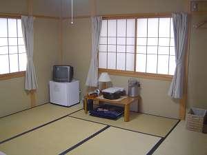 京の宿しみず:シンプル&清潔なお部屋で、ゆっくりおくつろぎ下さい。