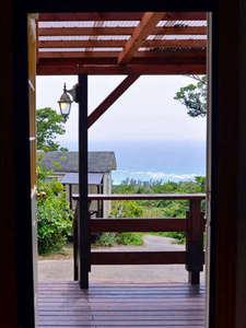 パノラマ・オーシャンビュー・コテージ:スイートダブルの部屋から海の眺め