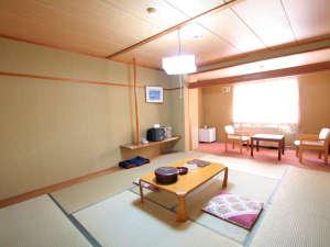 栂池高原ホテル:【北アルプスの和室10畳】定員5名北アルプス連峰が一望出来ます。