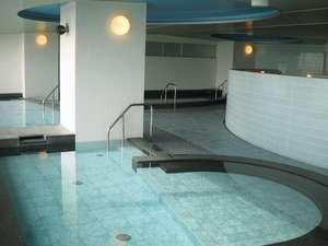海と公園に面した大浴場は男湯、女湯ともに約205m2(約126畳の広さ)