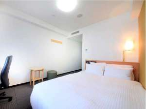リッチモンドホテル博多駅前:◆スタンダードダブル◆ 広々18㎡、140cmダブルベッド。全室32型液晶テレビ採用