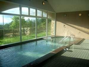 稲庭交流センター 天台の湯:* 広々とした大浴場からは稲庭の大自然が望めます