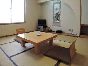 稲庭交流センター 天台の湯:*部屋/8畳の和室です。静寂なひとときをお過ごし下さいませ。