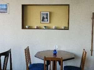 おたる北運河かもめや:レトロモダンな喫茶コーナー