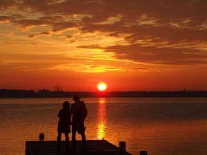 アクアペンション クッチェッタ:目の前はもう湖、感動的な朝焼けの光景をお楽しみ下さい。