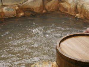 のがわや旅館:岩風呂(出雲・斐伊川の岩を使用しています。)。新岩風呂・石風呂・貸切風呂の3つの湯で癒しのひと時を♪