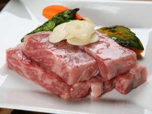 のがわや旅館:料理長・店主が厳選いたしました岩見和牛のとろける食感をご堪能いただきおもてなしさせていただきます。