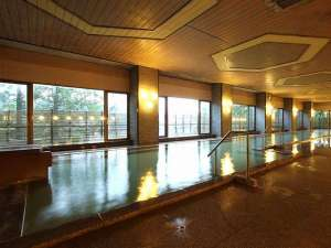 草津温泉 ホテル櫻井:【大浴場/内風呂】「西の河原源泉」と「万代鉱」の混合泉※一例