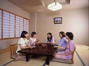 宮中島温泉 ミオンなかさと:*【本館客室一例】みんなでワイワイ!女子会大歓迎♪