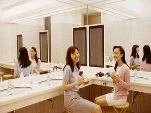 宮中島温泉 ミオンなかさと:*【パウダールーム】鏡も大きく身支度がしやすく女性に人気です!