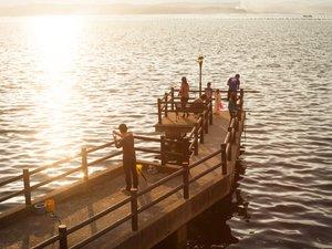 多田屋:多田屋館内桟橋にて海釣りをお楽しみいただけます(おきあみ付き釣り竿1セット1,200円税別)