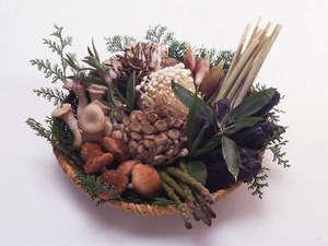 四万温泉 中生館:*食材一例。山里ならではの野菜やきのこ類をふんだんに使用♪
