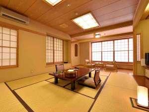 四万温泉 中生館:*和室10畳(客室一例)/畳の香りがほのかに薫るお部屋で団欒のひと時をお過ごし下さい。