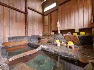 """四万温泉 中生館:*内湯""""薬師の湯""""/無色透明・塩類泉のお湯を自家源泉かけ流しでたっぷりと。24時間ご入浴いただけます。"""