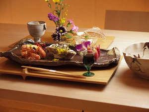 旅館 藤屋:東北、山形、そして銀山の四季折々の素材や御料理の数々をお愉しみください。