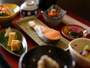 日の出旅館:女将手作りの朝食