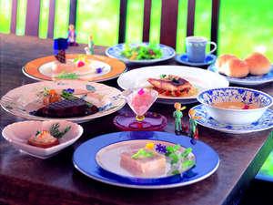 空の庭プチホテル:厳選食材を使用したコース料理 一例。県外からのリピーターも多い特製ディナーをお召し上がりください