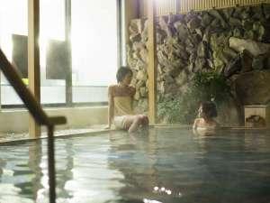 大山ロイヤルホテル:露天風呂大山温泉でゆっくり旅の疲れを癒して☆ ※タオル着用は写真のみの演出です。