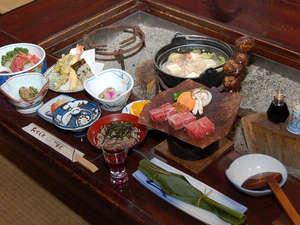 奥飛騨百姓座敷の宿 藤屋:百姓屋敷の囲炉裏端で味わう奥飛騨かか様料理(一例)