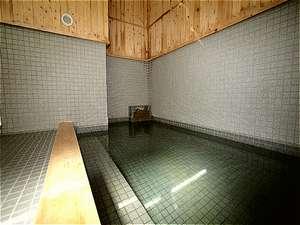東大雪ぬかびらユースホステル:源泉掛け流しの温泉です。(夏期は加水することあり)