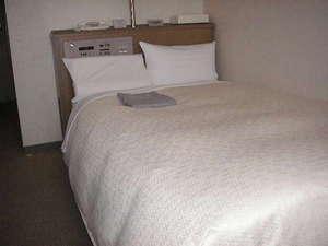 ホテルアクア黒部:シングルベッドルーム※あいの風とやま鉄道黒部駅、徒歩1分。