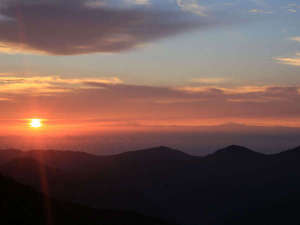 高原ふれあいの家 天狗荘:*朝、視線より下から太陽が昇る高原ならではの感覚をお楽しみください。