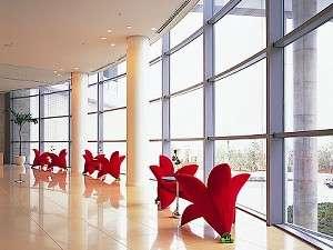 ウェスティンホテル淡路:ホテル2階ロビーの「お花の形をした椅子」