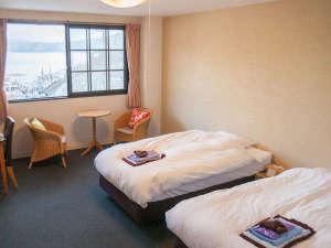 地ビール・梅風呂の宿 湖上館パムコ:【リニューアルルーム】3F洋室(湖畔側)湖の景色が映える明るいアイボリーの壁紙にチェンジ♪