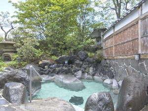 草津温泉ホテルリゾート:【自慢の露天風呂】自然たっぷり♪四季折々の景色をどうぞお楽しみください。