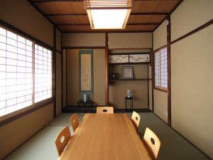 紫野 しおん庵:古い佇まいを残した味わい深い室内