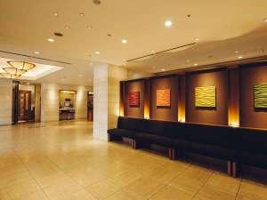 ハートンホテル西梅田:清潔感溢れるロビー