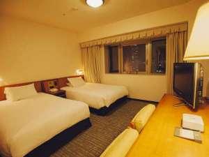 ハートンホテル西梅田:【お部屋の広さ】21.2㎡~ シモンズ社製ベッド使用 ごゆっくりお寛ぎ頂けるツインルーム (一例)