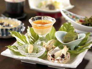 金盛館せゝらぎ (せせらぎ):季節の食材をふんだんに使いご提供しております。