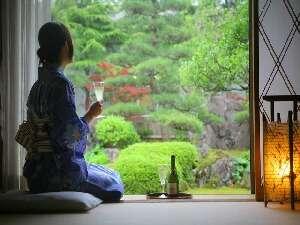 木津館:お庭を眺めながらお酒も進みます