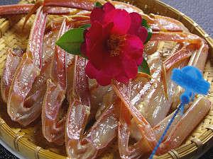 木津館:津居山産の地ガニをお召し上がり易い様に包丁を入れております