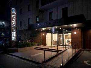 エントランス夜(新看板)24時間対応のフロントで安全&安心!
