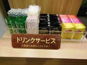 フリードリンク・コーヒー・緑茶・紅茶三種(アップル・マンゴー&ピーチ・ストレート)