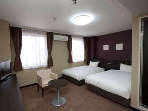 スマイルホテル大津瀬田:■デラックスツインルーム 27㎡・ベッド幅124cm、サータ社製ポケットコイルマットレス使用