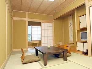 御宿 なか屋:由布岳一望の8畳客室