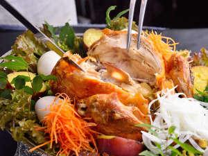 エンジェル君の九重悠々亭:■極楽温鶏/温泉の蒸気で蒸し上げた名物料理「極楽温鶏(おんけい)」をお楽しみください♪