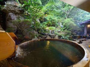 エンジェル君の九重悠々亭:【悠久の湯】檜の香りが漂う庭園露天の樽風呂でのんびりリラックス