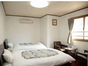 ビジネス金子ホテル:ゆとりのツインルーム。全室ホテル回線を利用したWi-fi接続可能。