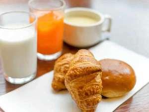 【盛岡ニューシティホテル】盛岡駅徒歩3分×無料軽朝食:【パンの薫りに誘われて♪】2種類の焼きたてパンをご用意。サクふわ美味です♪
