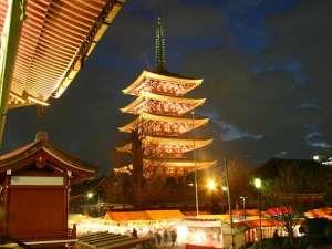 浅草ビューホテル:ライトアップされた浅草寺(五重塔)