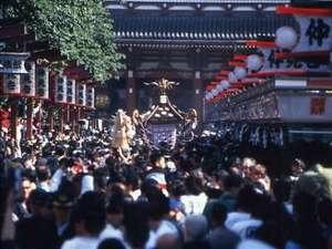 浅草ビューホテル:「三社祭」の様子 毎年5月
