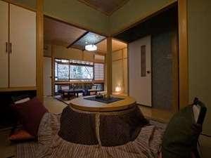 湯屋温泉 炭酸泉の宿 泉岳舘:和こたつでのんびりと、大切な方と過ごす清流沿い山里での静寂なくつろぎ。